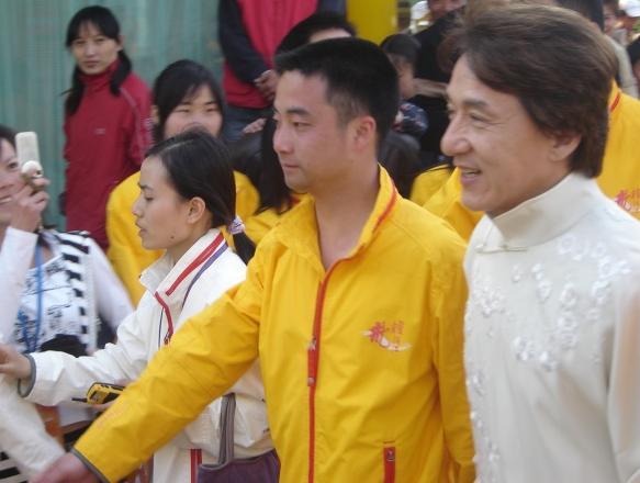 上海保镖公司为国际巨星成龙护卫