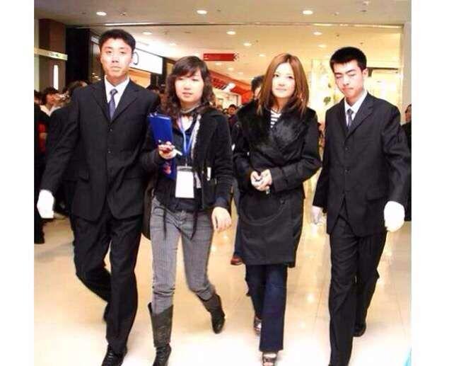 上海保镖公司为著名主持人鲁豫护卫