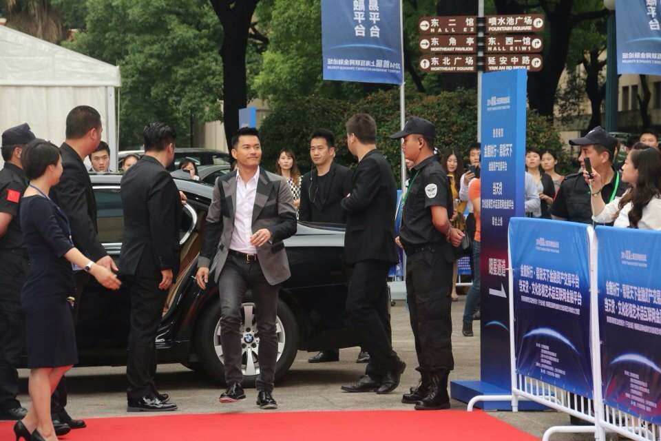 上海保镖公司为孙燕姿提供安全保卫