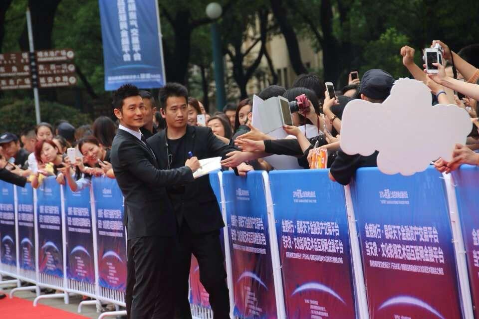 上海保镖公司出勤纵横都市试驾会
